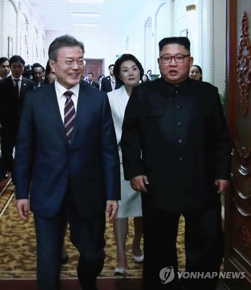 """남북정상회담 영상 비속어 삽입 논란… 靑 """"진상 파악 중"""""""