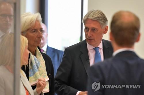 "IMF의 경고 ""영국 경제, '노 딜' 브렉시트시 상당한 충격"""
