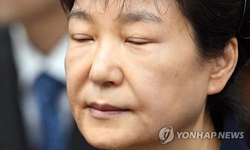 """""""법치 빌린 정치보복"""" 주장 박근혜, '국정농단' 상고도 포기"""