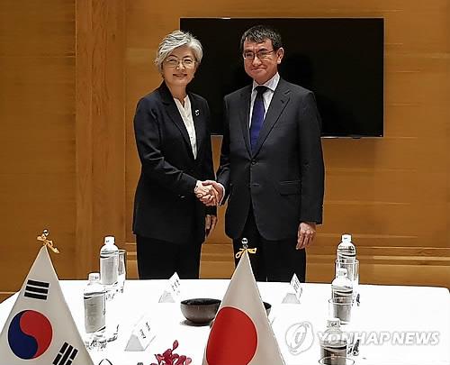 한일 외교장관, 베트남서 회담…한반도 비핵화 공조 논의
