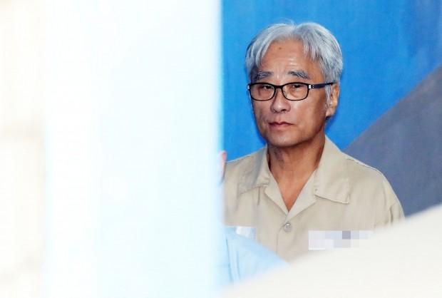 법정 향하는 이윤택 /사진=연합뉴스