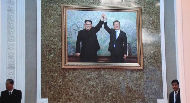 영빈관에 걸린 정상회담 사진 /사진=연합뉴스
