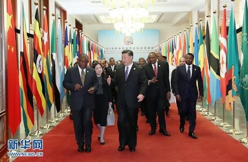中, 아프리카 외교에 '올인'… 연회까지 지도부 총출동