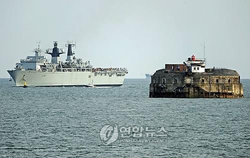 """英 함정, 남중국해 인근 항해… 中 """"도발 행위"""" 발끈"""
