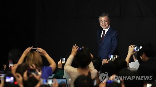 """문대통령 """"김위원장, 확고한 비핵화 의지 거듭거듭 확약""""…남북정상회담 대국민 보고"""