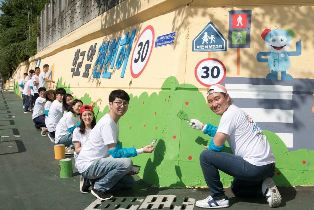 벤츠 사회공헌위원회, 어린이 안전 위한 벽화 그리기 전개