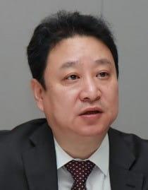 """""""당분간 증시 조정 우려…팔기 늦었다. 투자자들 버텨라"""""""