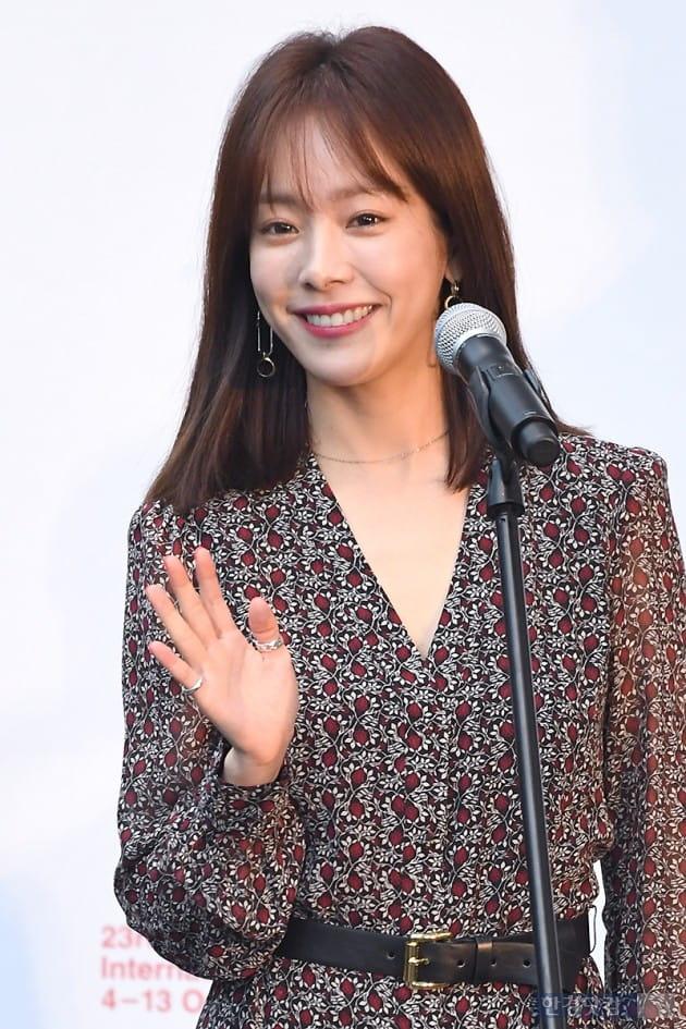 [포토] 한지민, '팬들 향해 싱그러운 미소~' (부산국제영화제)