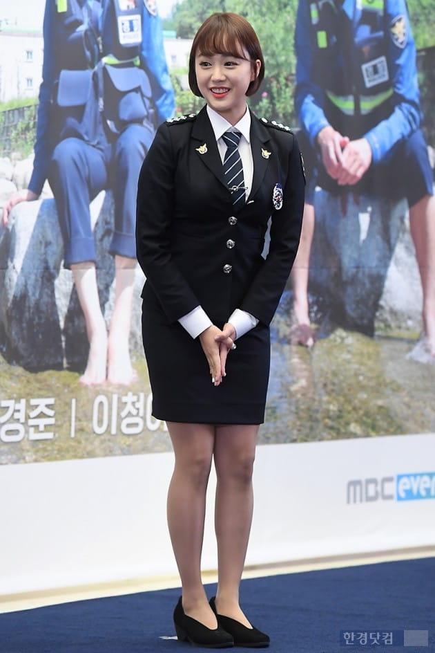 [포토] 정새미나 아나운서, '경찰 정복 입고 깜찍 미소'