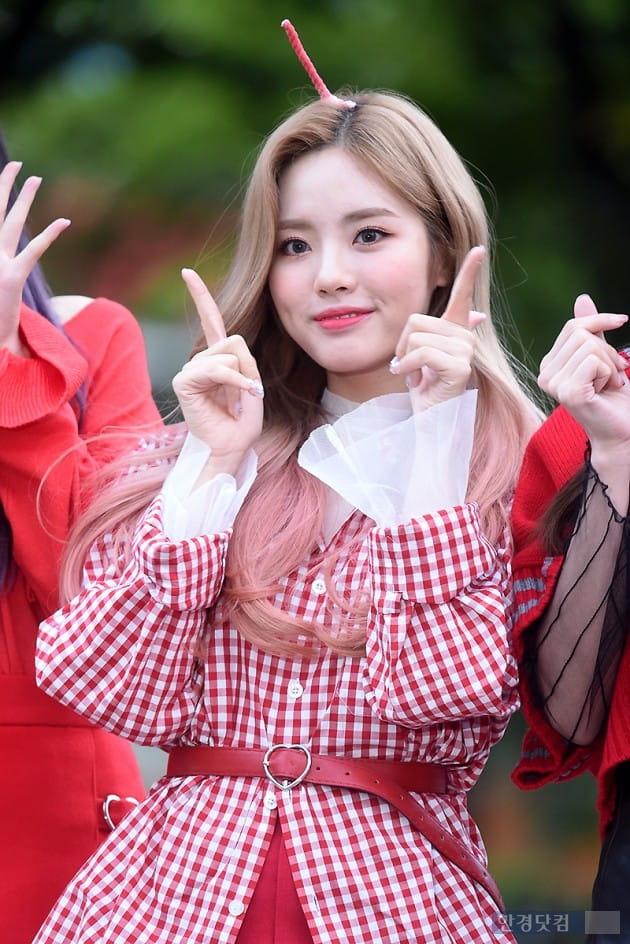 [포토] 프로미스나인 박지원, '깜찍한 인형 미모 뽐내며~'