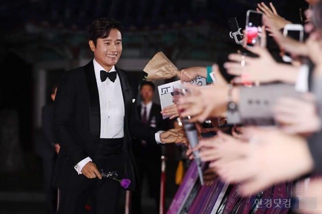 [포토] 이병헌, '여심 녹이는 미소'(APAN)