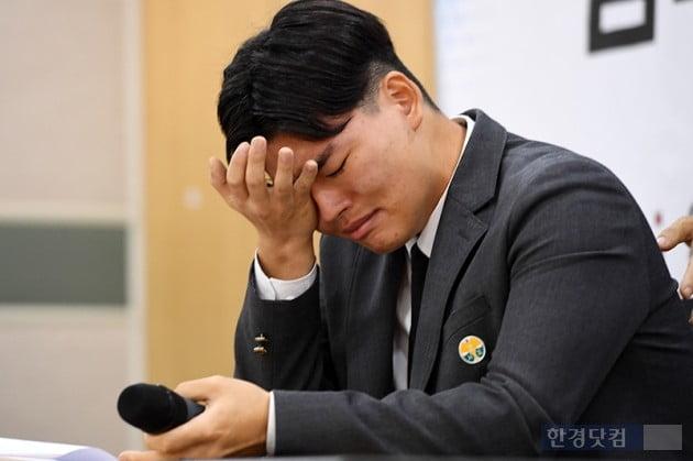 """[HK영상] """"꿈이 망가질까 이 악물고 맞았다"""" 더 이스트라이트 폭행 피해 기자회견 현장"""