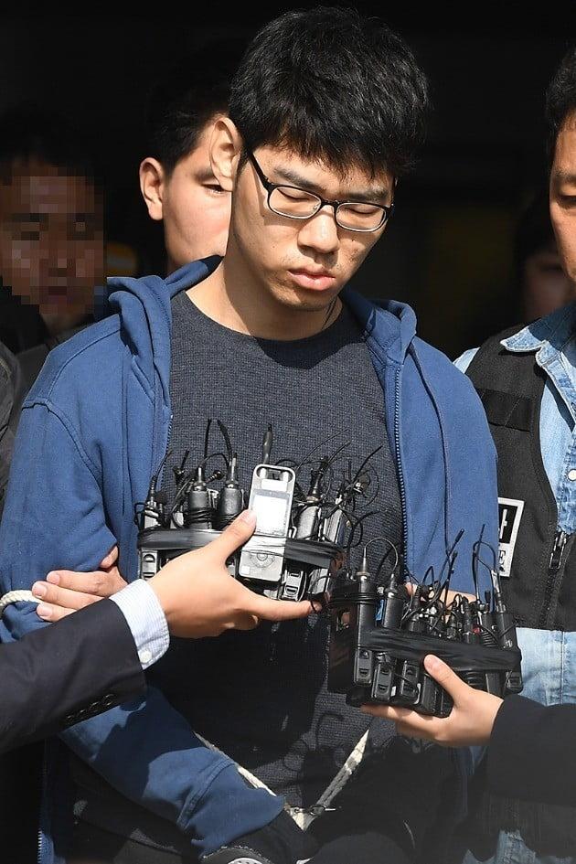 [포토] 정신감정위해 경찰 나서는 '강서 PC방 살인' 피의자 김성수