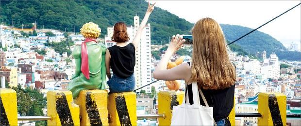 공유가치 창출 도시재생 1호로 선정된 부산 사하구 감천마을.
