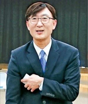 안효준 신임 국민연금 기금운용본부장이 8일 취임식을 마치고 나오고 있다. /전주=임동률 기자 exian@hankyung.com