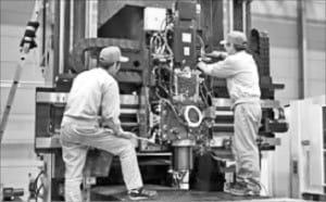 야스다공업 직원들이 공작기계를 만들고 있다.  /야스다공업 제공
