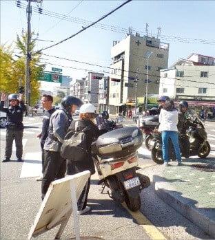 이번 주말에도 '입사 전쟁'이 펼쳐진다. 퀵서비스 오토바이로 이동하는 수험생도 늘어날 전망이다. 공태윤 기자