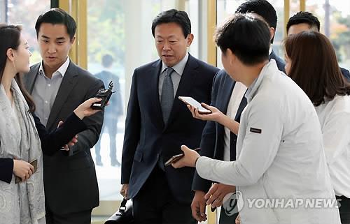 신동빈, '집행유예 특혜' 논란에 몸낮춰 내부현안 챙길 듯