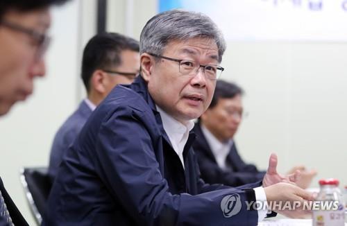 이재갑 노동장관 만난 소상공인들, '최저임금 차등적용' 건의