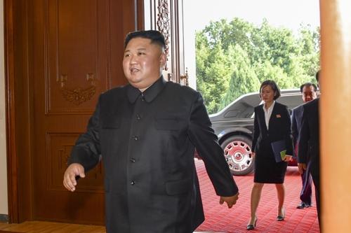 """김정은 전용차 바꿨나…""""롤스로이스 이용 모습 포착"""""""