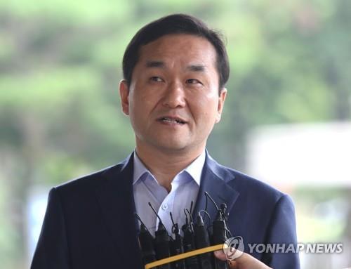 검찰, 불법 선거자금 수수혐의 엄용수 의원 징역 4년 구형