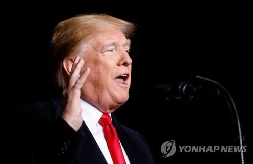"""트럼프, '폭발물 소포' 파문에 또 언론에 화살…""""가짜공격 중단"""""""