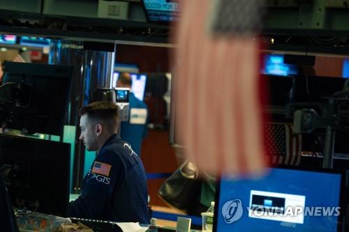 3.2%까지 뚫은 美 국채금리… 버티던 다우지수도 급락