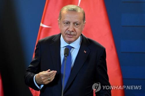 """터키 에르도안 """"사우디 '언론인 실종과 무관' 입증해야"""" 압박"""