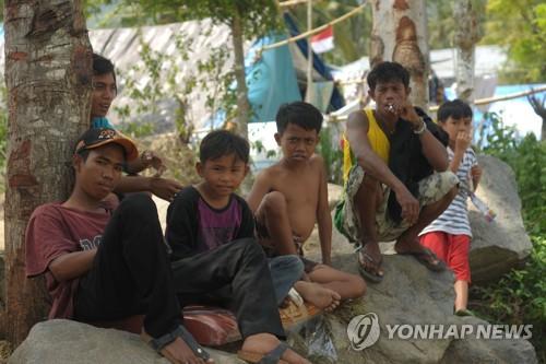 인도네시아 강진 참사 한 달…피해주민들 닥쳐온 우기에 '시름'