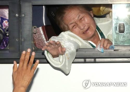 """이산가족 92% """"북한가족 생사확인 희망"""""""