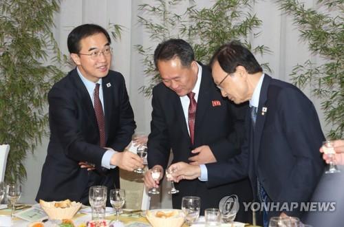 """남북, 10·4행사 '뒤풀이 만찬'…이해찬 """"내년 서울서 같이하길"""""""