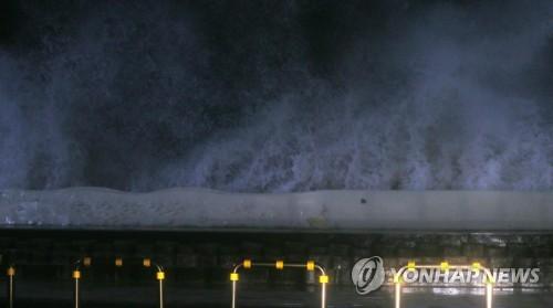 태풍 '콩레이'로 제주 1000여가구 정전·60여곳 침수