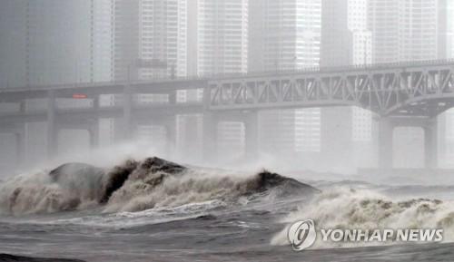 태풍 '콩레이' 한반도 떠나…포항 앞바다 통해 동해로 빠져