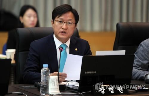 국감 엿새째 공방…'심재철 감사배제 여부·최저임금 인상' 충돌