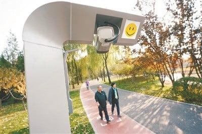 하이뎬 공원. 이용객의 운동 데이터가 자동으로 기록된다. 안면인식 시스템을 통해 최초 등록 시 공원 보행로 곳곳에 설치된 AI 장비가 이용자의 운동 시간과 속도, 소모 열량 등 각종 데이터를 수집한다. 사진=바이두