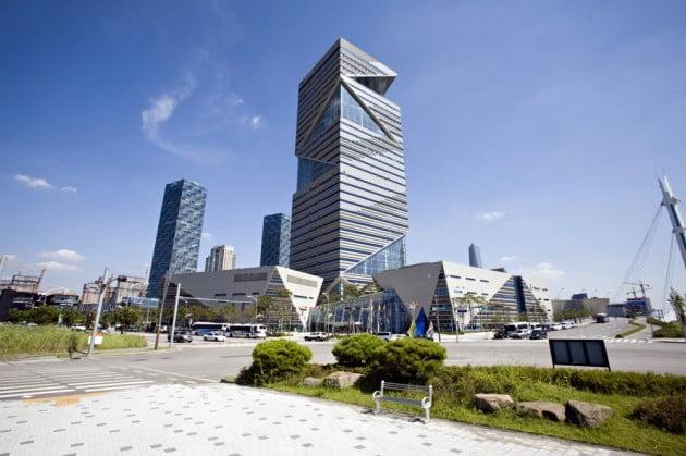 인천경제자유구역청이 입주해 있는 송도국제도시의 G타워 건물. 인천경제청 제공