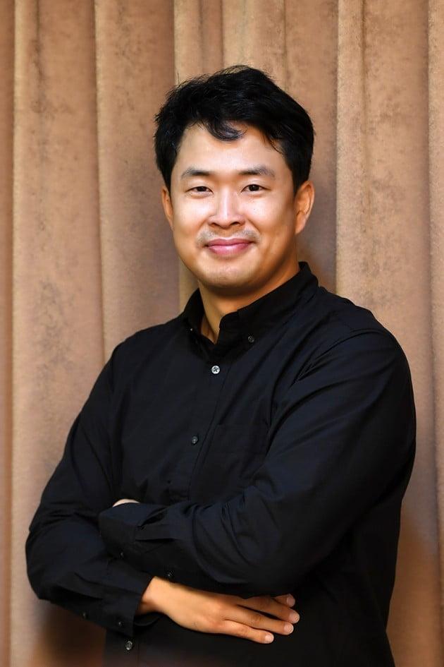 """""""관객 춤추게 하는 지휘자""""…유럽이 주목하는 '한국 클래식의 미래' 홍석원"""