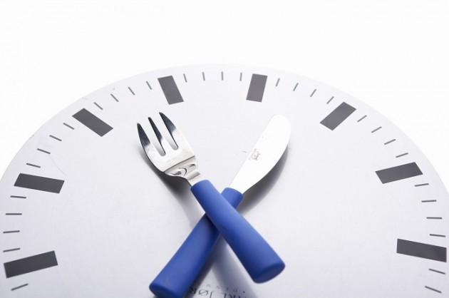 [건강칼럼] '저녁 6시 이후 금식'은 다이어트 절대 진리?