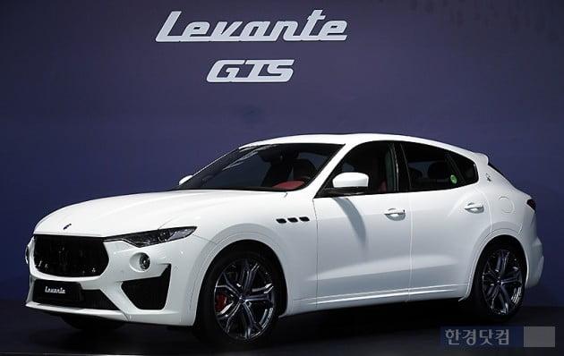 [포토] 우아한 라인 자랑하는 '마세라티 르반떼 GTS'