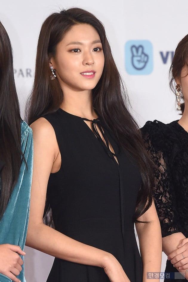 [HK영상] AOA 설현, '블랙 드레스를 입어도 반짝반짝 빛나는 그녀~' (세로직캠)