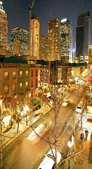 밤이면 더욱 화려해지는 뉴욕 시내.