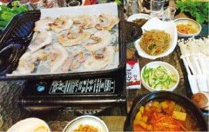 시내 한식당에서는 삼겹살도 즐길 수 있다.