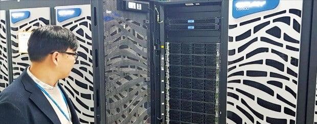 대전 한국과학기술정보연구원(KISTI)에 들어서는 5호 슈퍼컴퓨터 누리온.  /과학기술정보통신부 제공