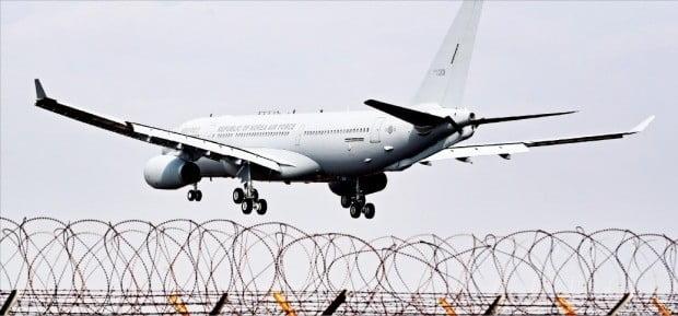 김해 도착한 1호 공중급유기…공군 전투기 작전 1시간 늘어나