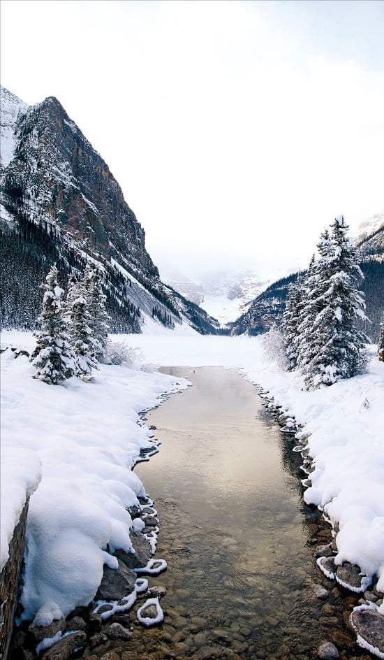 겨울왕국이 펼쳐진 로키산맥의 풍경.