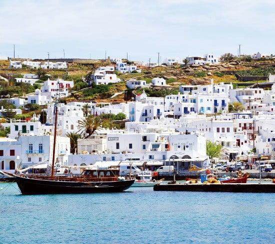 미코노스는 순백색의 가옥들이 가득해 '에게해의 진주'로 불린다.