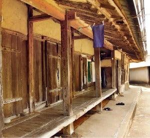 300년 전쯤 지은 것으로 추정되는 원교 유배가옥
