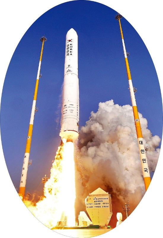누리호 시험발사체 성공…우주 향한 작지만 큰 걸음