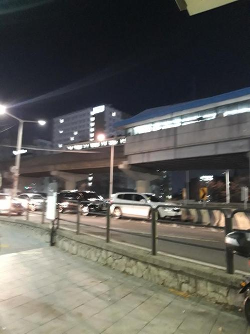 2호선 구로디지털단지역서 열차 고장…승객 15분간 갇혀