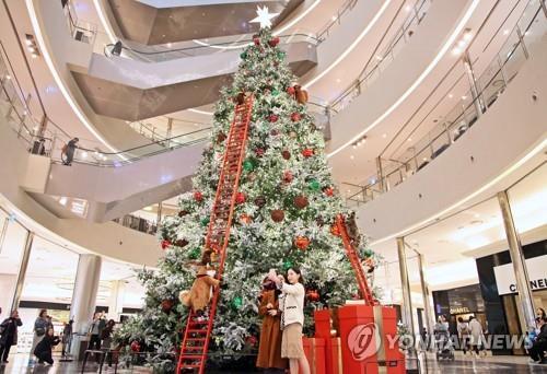 겨울이 온다…주말 백화점, 코트·모피 최대 70% 할인 판매